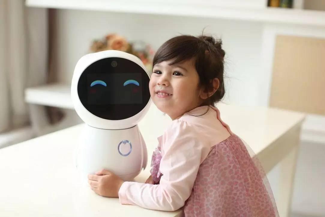 从宝宝陪伴到成长教育,这个智能机器人都能帮到你?