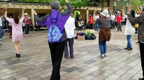 跳动的舞者.jpg