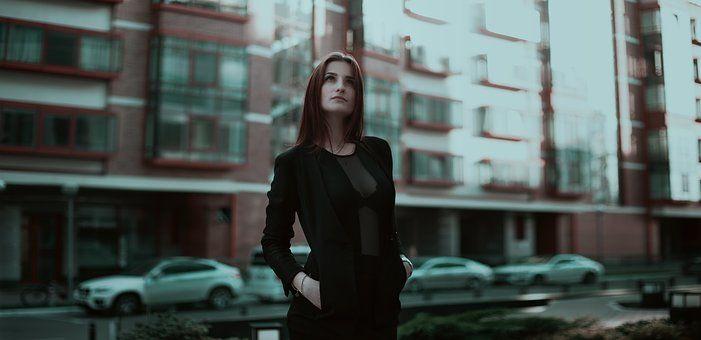business-lady-1584654__340.jpg