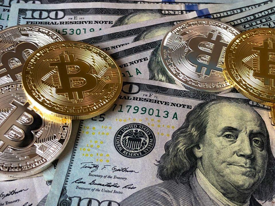 1081比特币和钱.jpeg