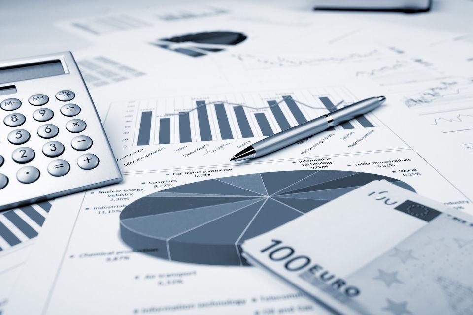 摄图网_300317846_banner_表格上的财务图表(非企业商用).jpg