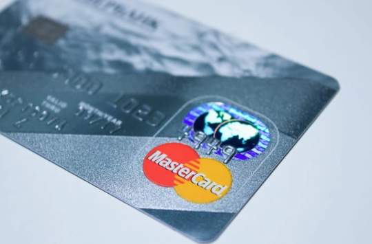 13银色信用卡.png